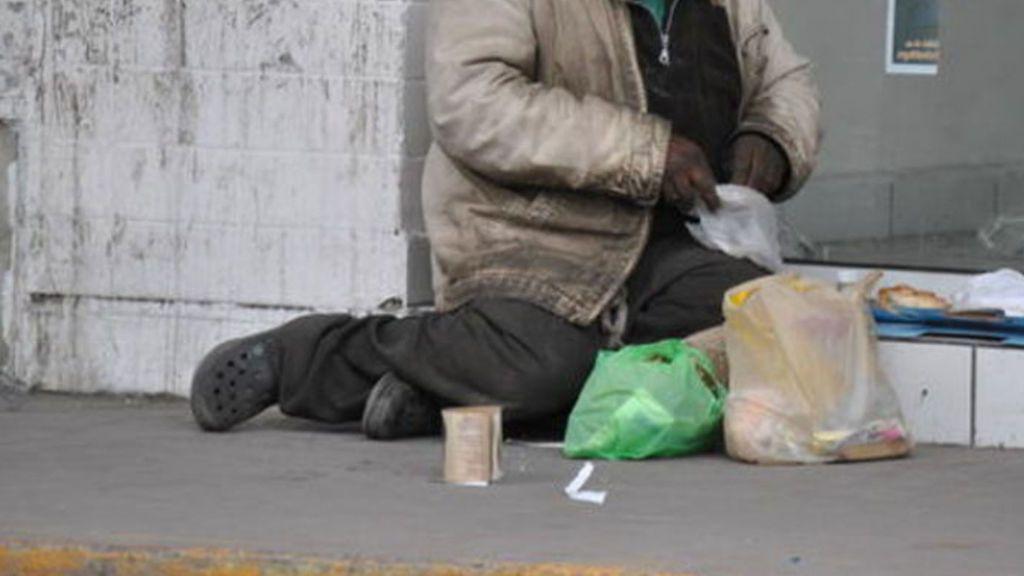 Investigan a un indigente que llevaba 18.650 euros en una bolsa de plástico  en Granada