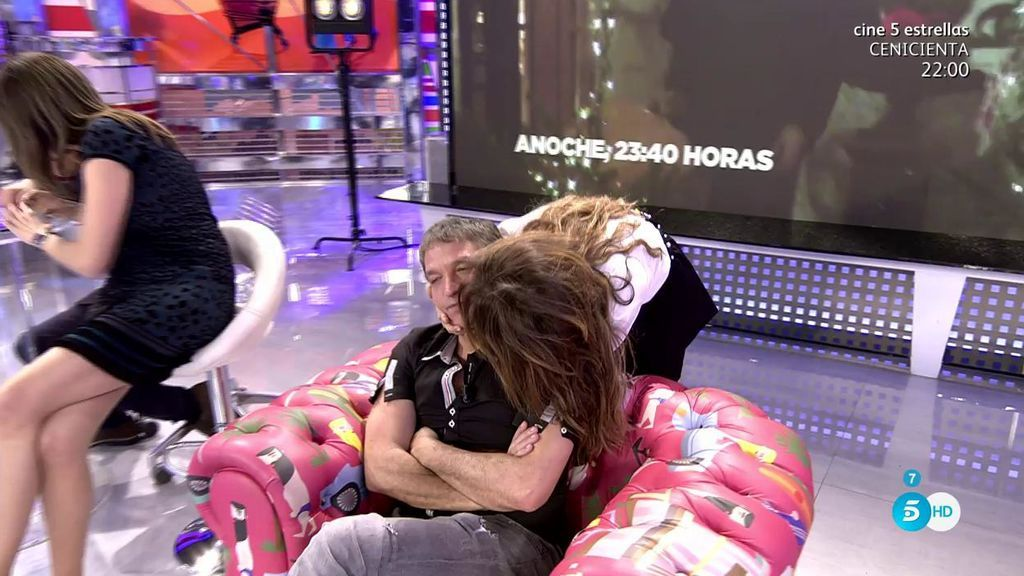 El tierno abrazo de María Patiño y Gustavo González