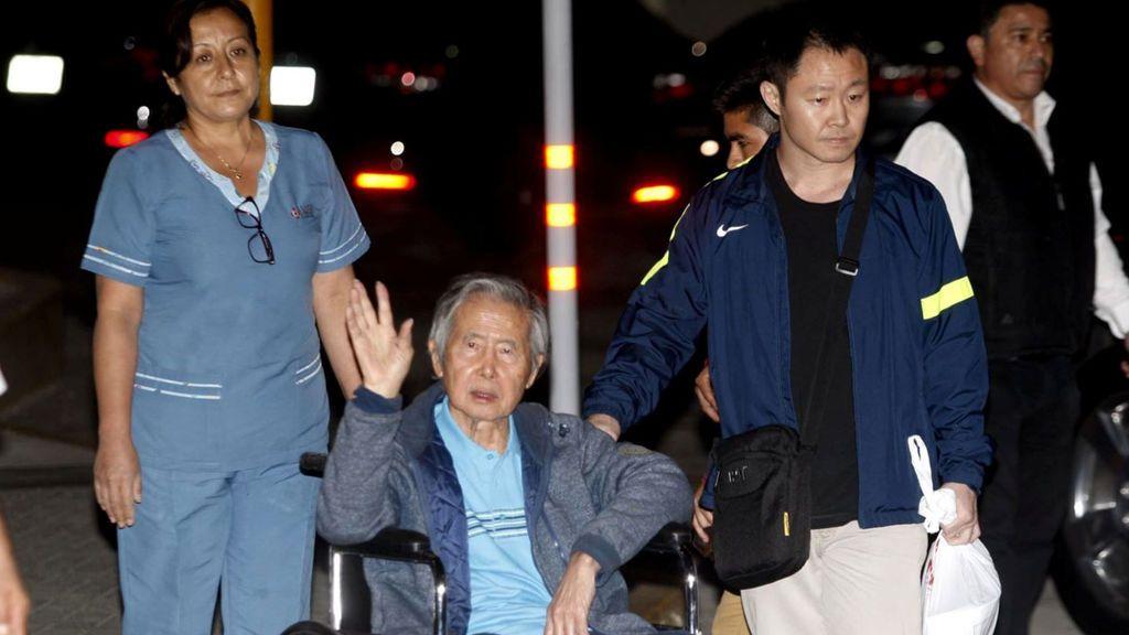 El expresidente de Perú Alberto Fujimori recibe el alta tras su indulto y se reúne con sus hijos