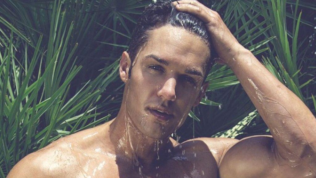 Alberto Santana 'MYHYV' nos regala por Reyes un desnudo integral en Instagram