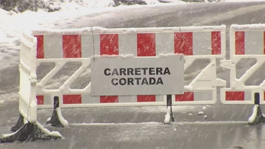 El temporal de nieve obliga a cerrar varias vías en algunas zonas de la Península