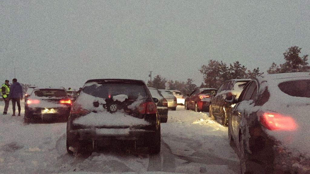 Atrapados en las carreteras españolas por el temporal de nieve