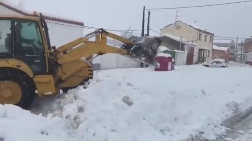 Dificultad para circular en los pueblos de Castilla y León por culpa de la nieve