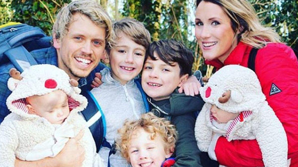 Una pareja vende todas sus posesiones para recorrer el mundo con sus cinco hijos