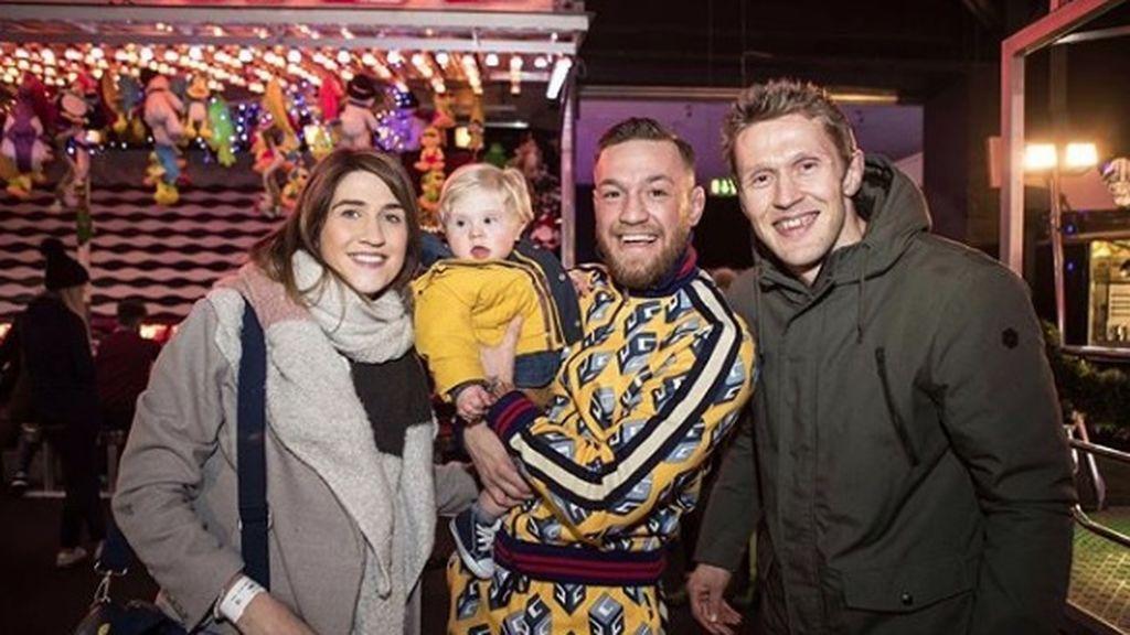 McGregor cierra un parque de atracciones para organizar una fiesta a un niño enfermo