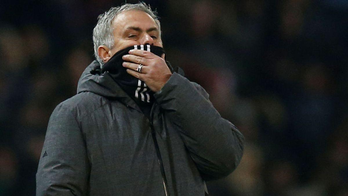 El United sube las entradas a los hinchas del Sevilla para ayudar a pagar a sus aficionados los precios del Pizjuán