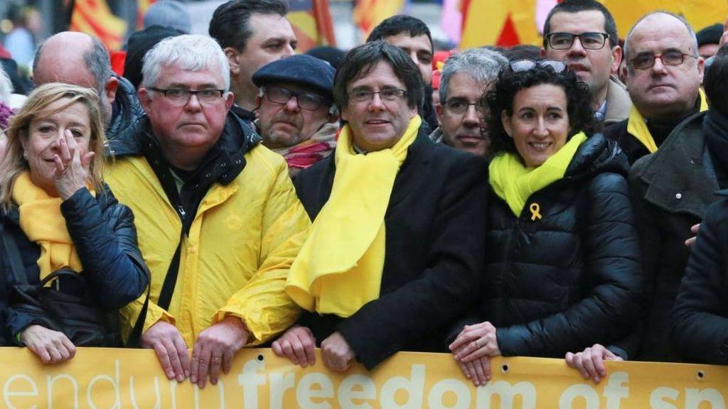 Puigdemont y Rovira en una manifestación en Bruselas