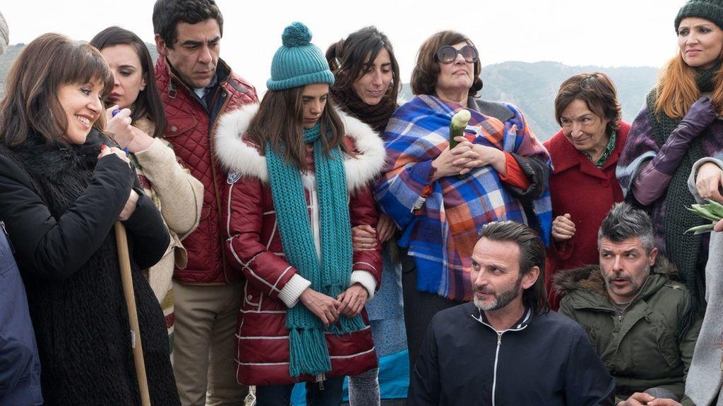 Los vecinos de Montepinar, protagonistas del calendario solidario 'Contra el cáncer cambia el guion'