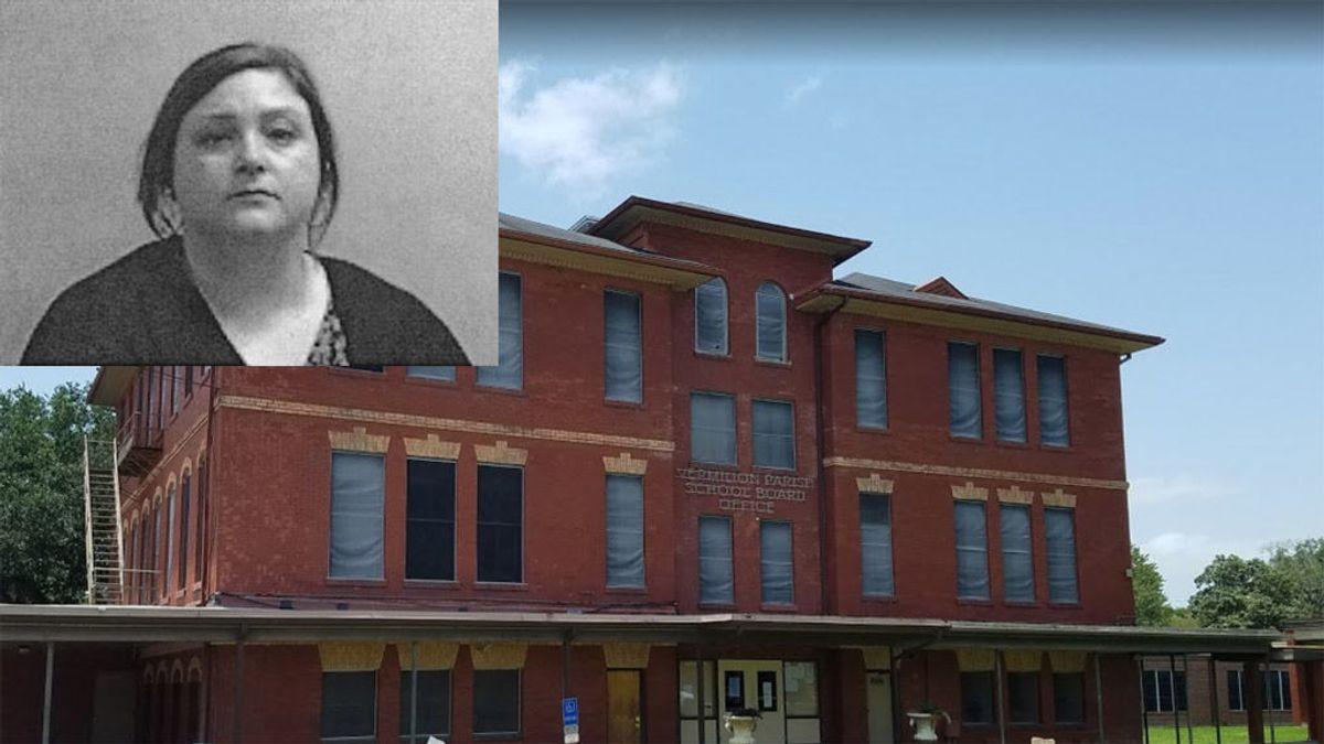 Una profesora acaba arrestada tras reclamar un aumento de sueldo en una junta escolar