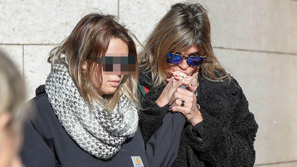 Arancha de Benito y su hija dan el último adiós a su amiga Diana Quer