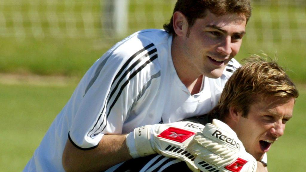 """Iker Casillas invita a su pueblo de Navalacruz a David Beckham: """"¡Very very cold!"""""""