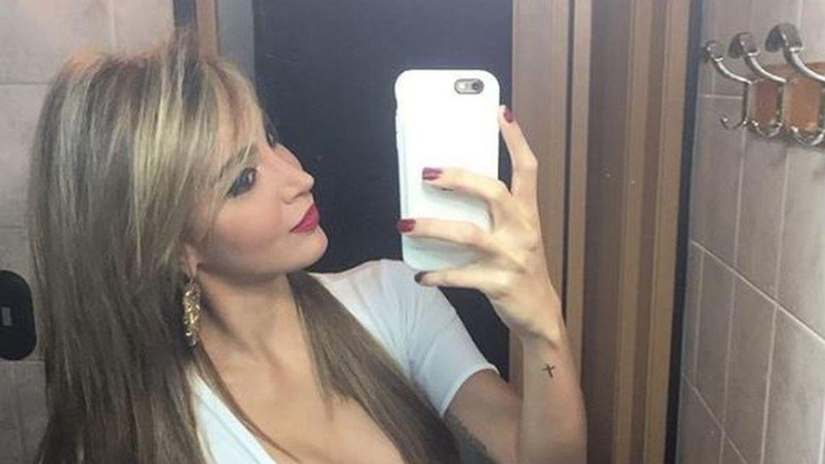 Una modelo venezolana llama la atención de un usuario por un curioso detalle en todas sus fotos