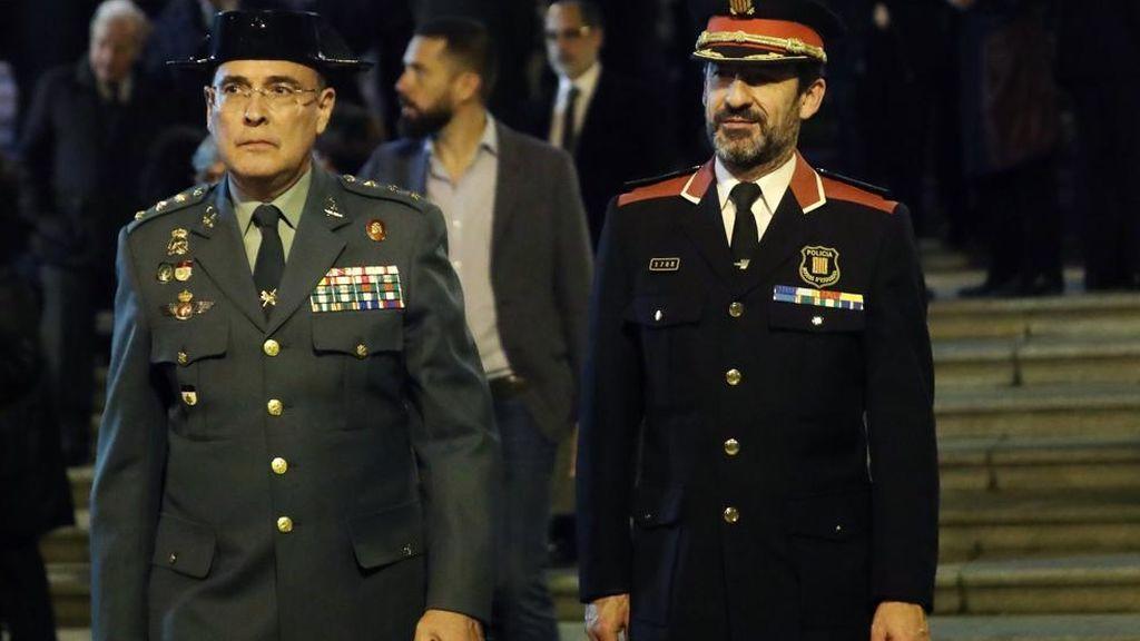 El coronel Pérez de los Cobos junto al nuevo responsable de los Mossos