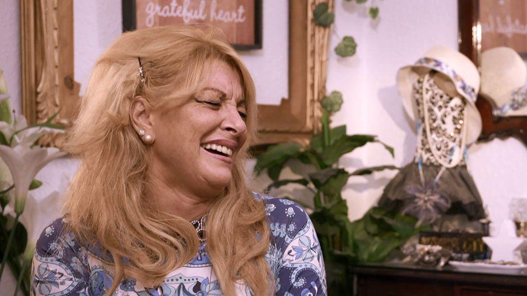 Esther pasa de las críticas de Yolanda y se mete en la cama