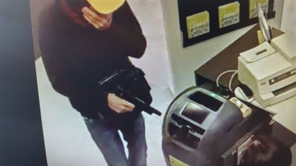 Atracan a punta de pistola un banco en la avenida de Kansas City de Sevilla y se llevan unos 65.000 euros
