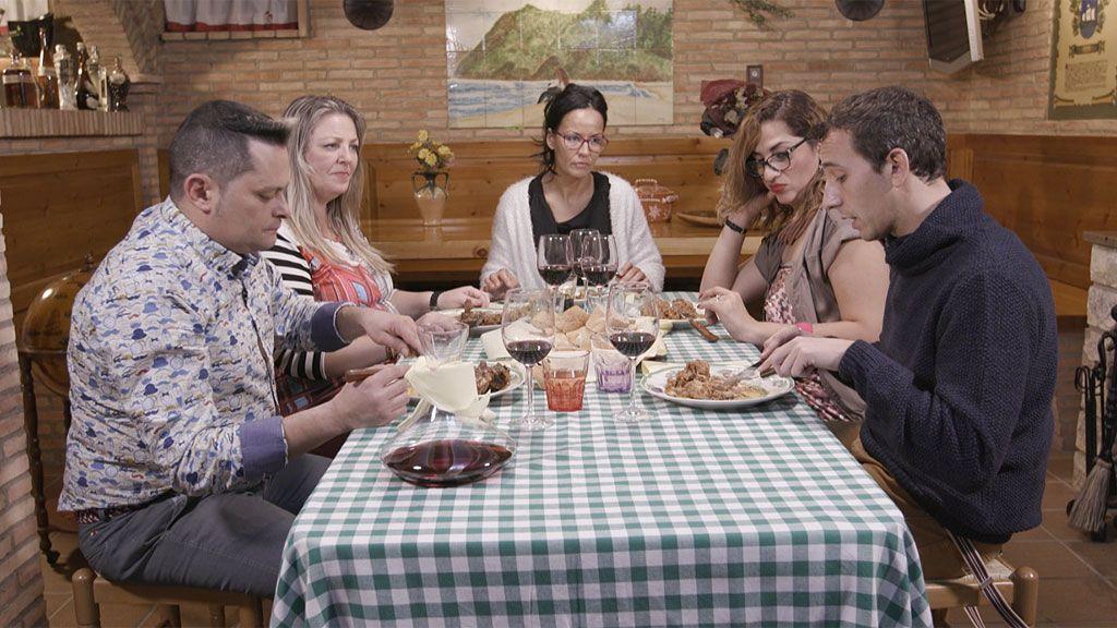 Una exnovicia divina, un menú en inglés y una velada 'maña', esta semana en 'Ven a cenar conmigo'