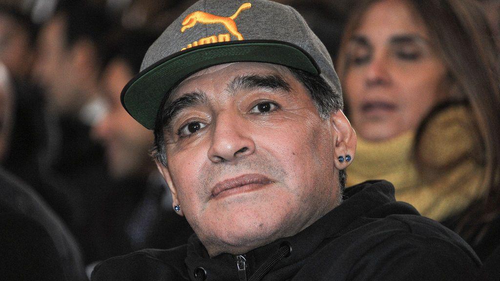 """Maradona carga contra la directiva del Sevilla por el fichaje de Montella: """"Es una locura"""""""