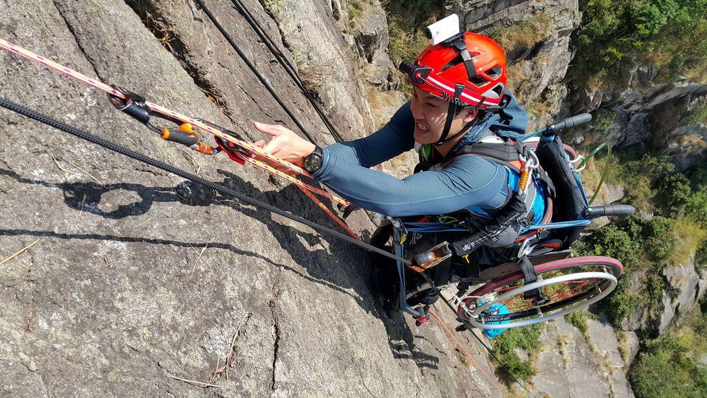 Lai Chi-wai, el alpinista chino que escala montañas con silla de ruedas