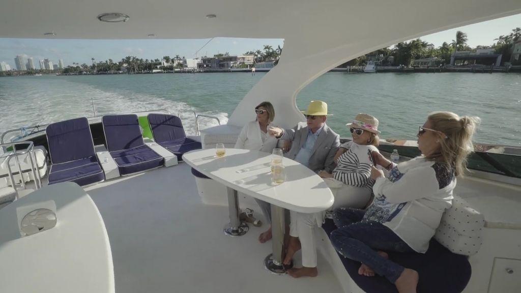 Las Campos y Boris Izaguirre hacen un tour por las mansiones de los famosos