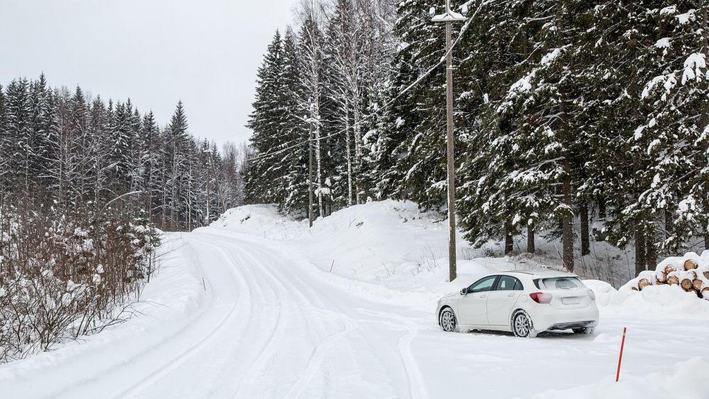Cerradas por la nieve: casi una decena de carreteras continúan 'intransitables'