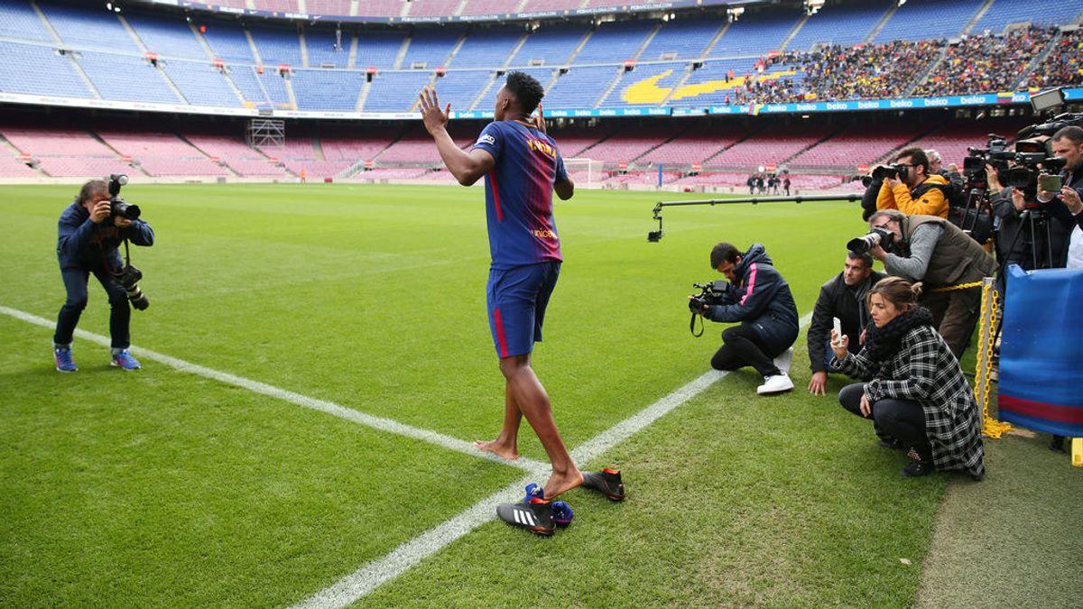 Yerry Mina y su curiosa presentación en Barcelona: descalzo, gritando y bailando en el Camp Nou