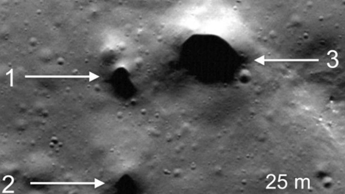 Imágenes de la sonda Lunar Reconnaissance Orbiter que muestra algunos de los hoyos recién descubiertos en el polo norte de la Luna