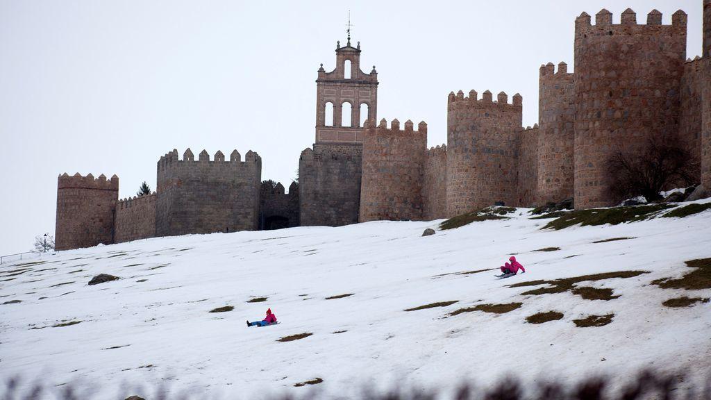 Cortadas por la nieve tres carreteras de Salamanca, Burgos y Segovia