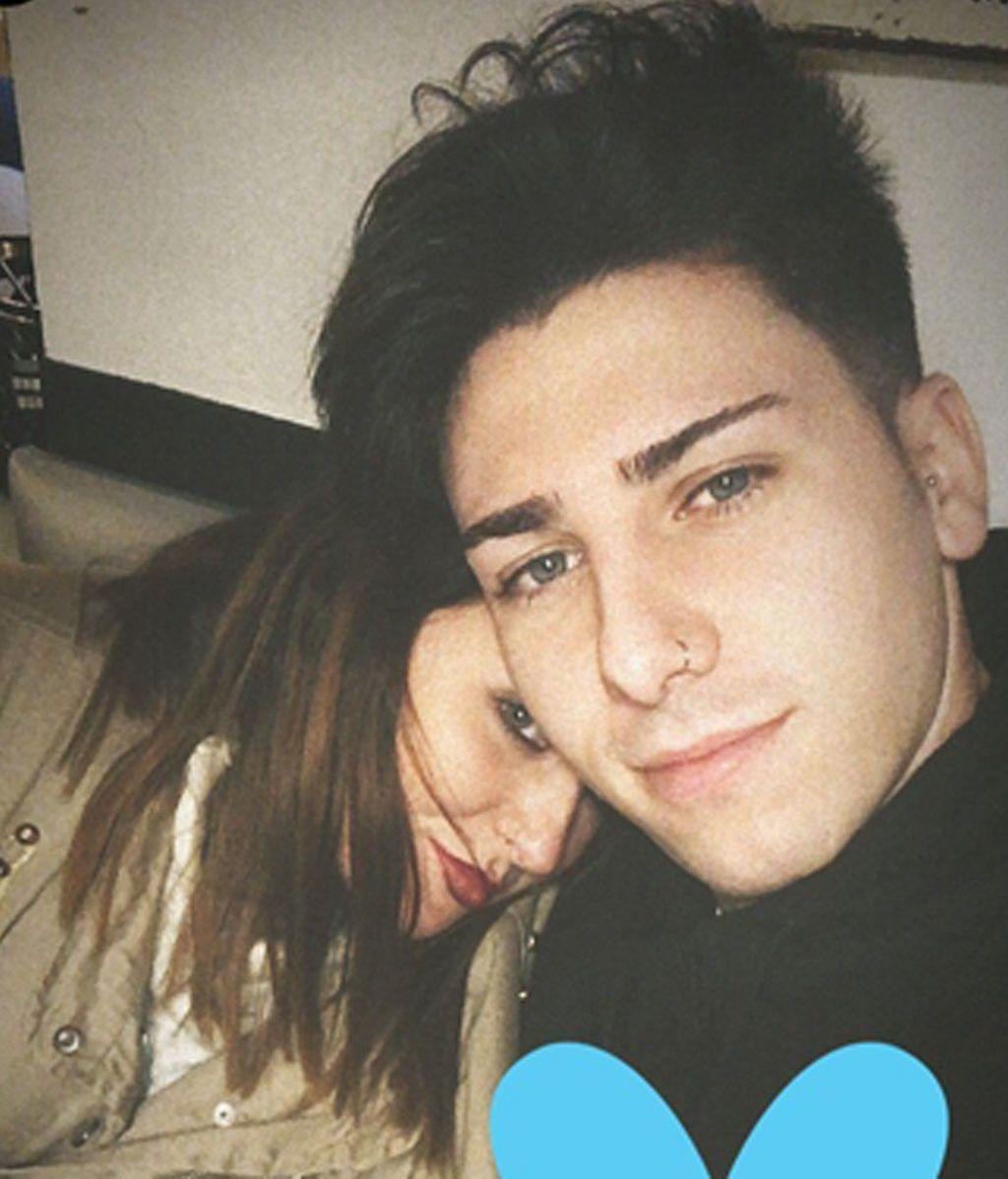¡Tiene 22 años y ojos azules! Rocío Flores presenta a su novio en redes