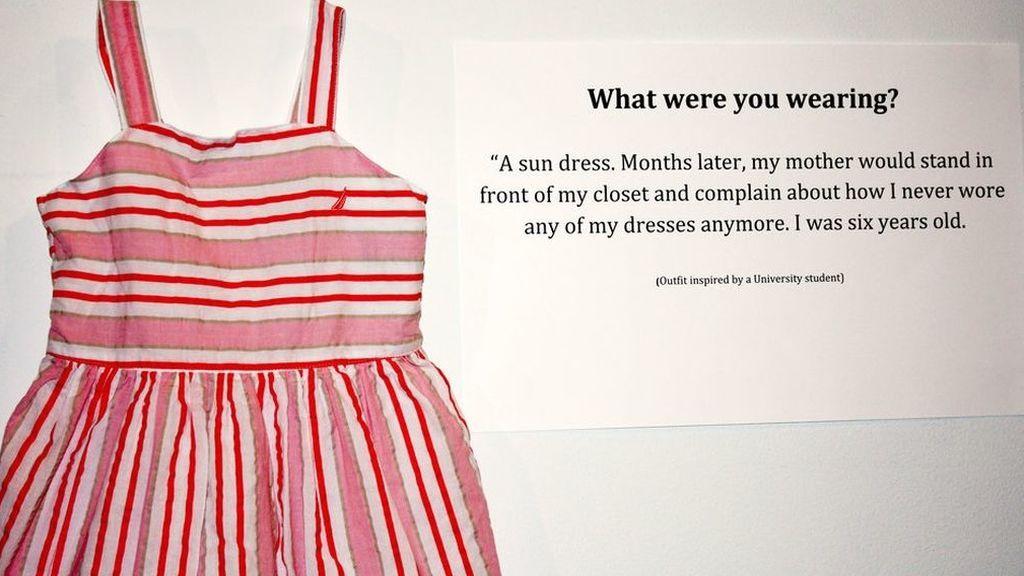 '¿Qué llevabas aquel día?', la impactante muestra que cuenta 18 historias de mujeres violadas