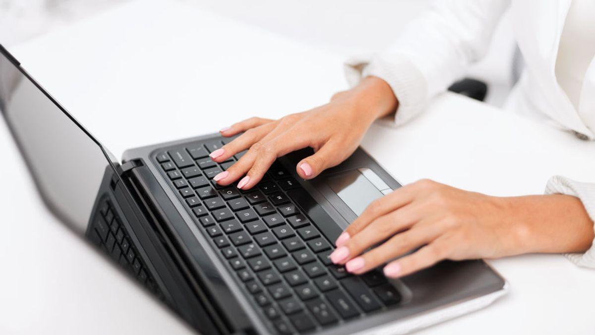 Deberá pagar una multa de 1000 euros por fisgonear en el ordenador de su marido