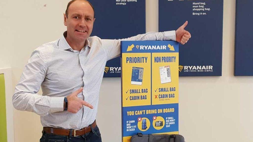 Ryanair solo permite subir equipaje de mano a quien pague cinco euros