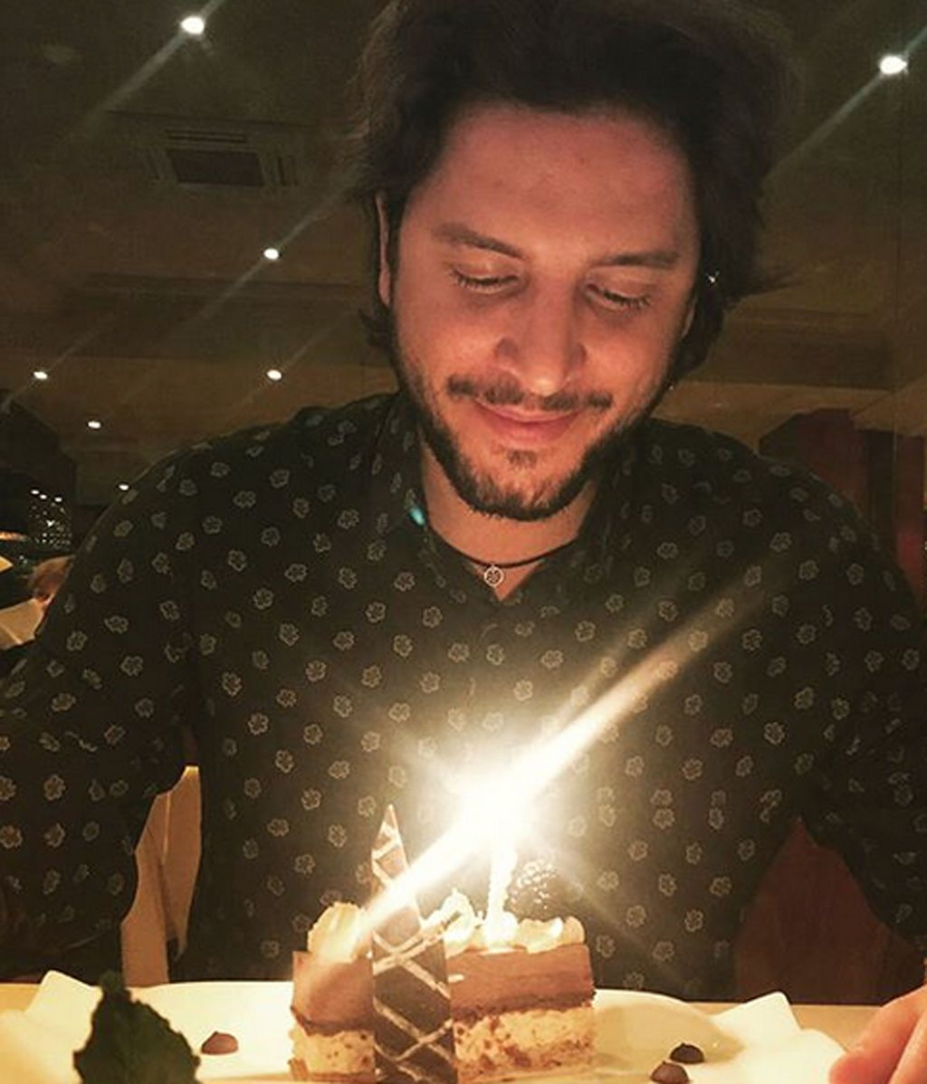 Manuel Carrasco celebra acompañado su cumpleaños más romántico en París