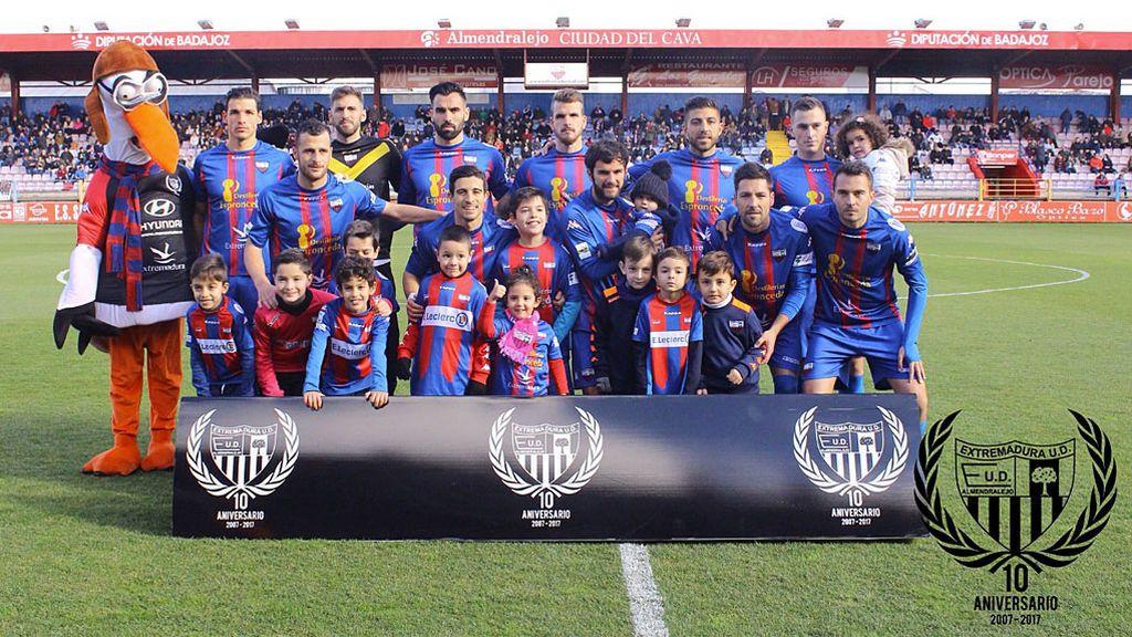 La mejor manera de disculparte con tu afición: El Extremadura pagará el viaje de sus abonados a Marbella después de perder con el colista por 0-2