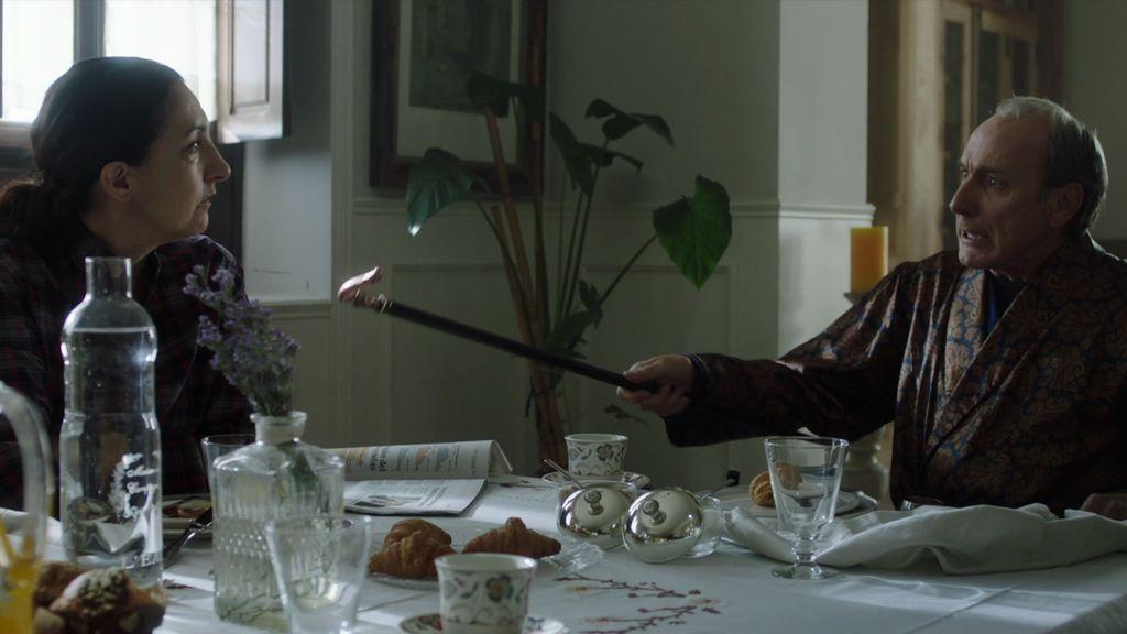Avance: ¡Paul Bresson descubre a Lucía con una grabadora!