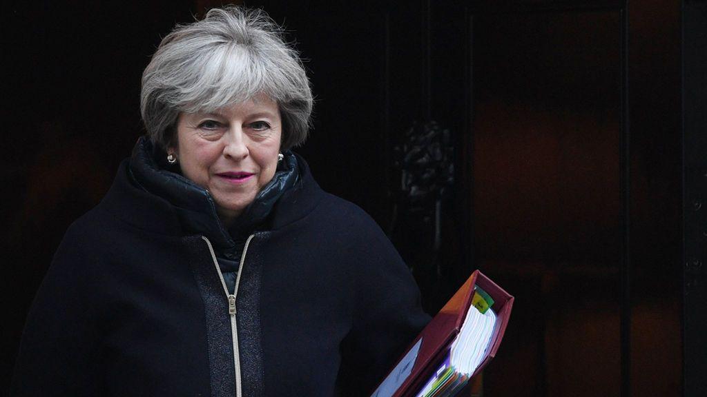 Theresa May encarga a una secretaria de Estado la lucha contra la soledad