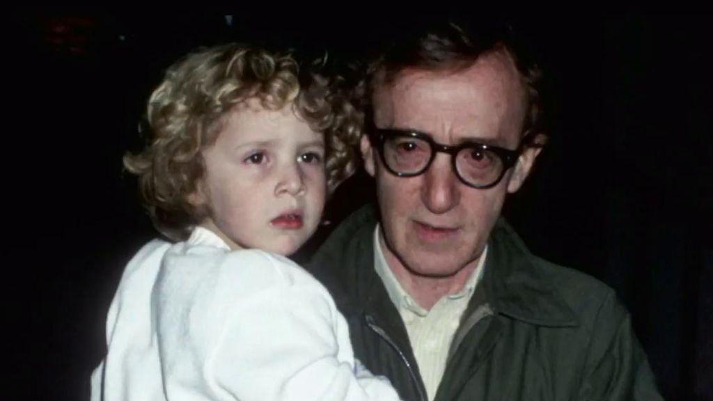 Woody Allen niega que abusara de su hija y acusa a la madre de manipularla