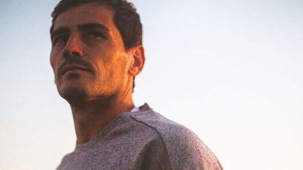 """Iker Casillas recuerda su primera sesión de fotos: """"¿Os hace daño a la vista u os agrada?"""""""