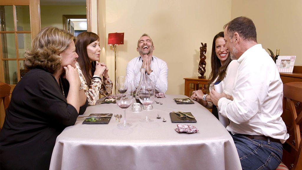 'Ven a cenar conmigo' sube su temperatura con 'queimadas galegas' y una comensal muy 'hot'
