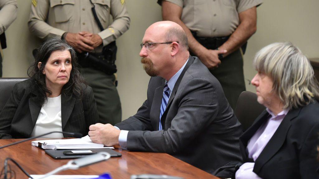 Los Turpin, con el abogado de Louise entre ellos