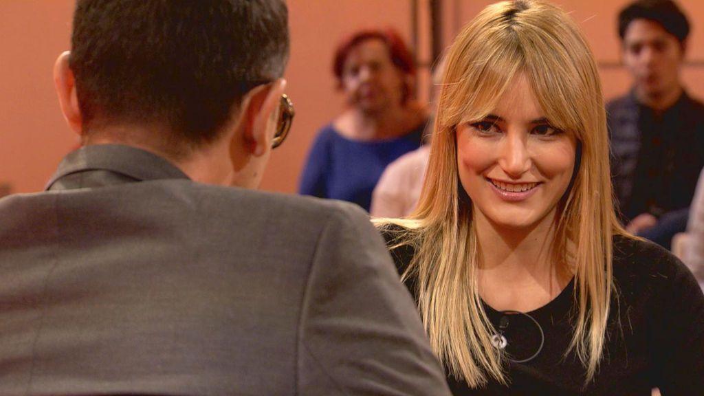 Alba Carrillo conversa con Risto Mejide en 'Chester'.
