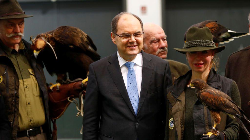 El ministro de Agricultura alemán, Christian Schmidt, asiste a la visita inaugural de la feria internacional de alimentos, agricultura y horticultura de la Semana Verde en Berlín, Alemania