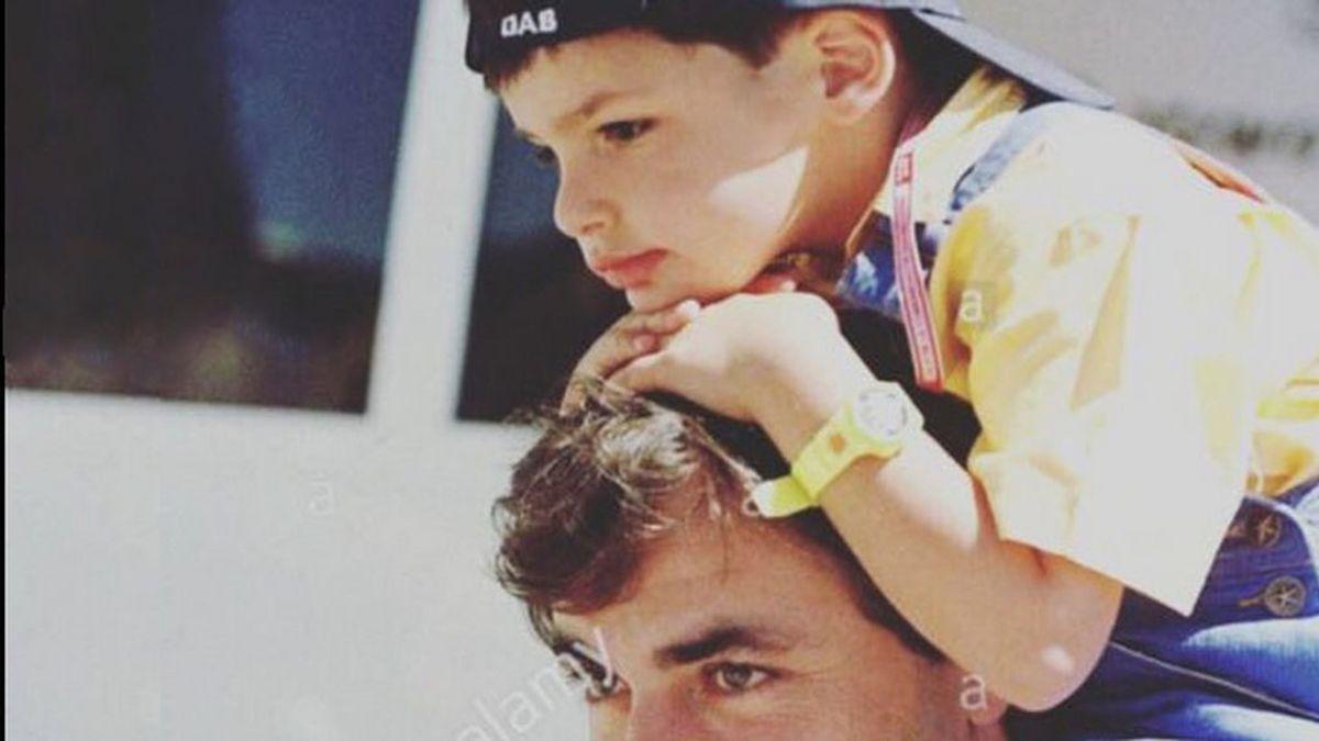 """La felicitaciones a Carlos Sainz tras ganar el Dakar: """"Enhorabuena papá"""""""