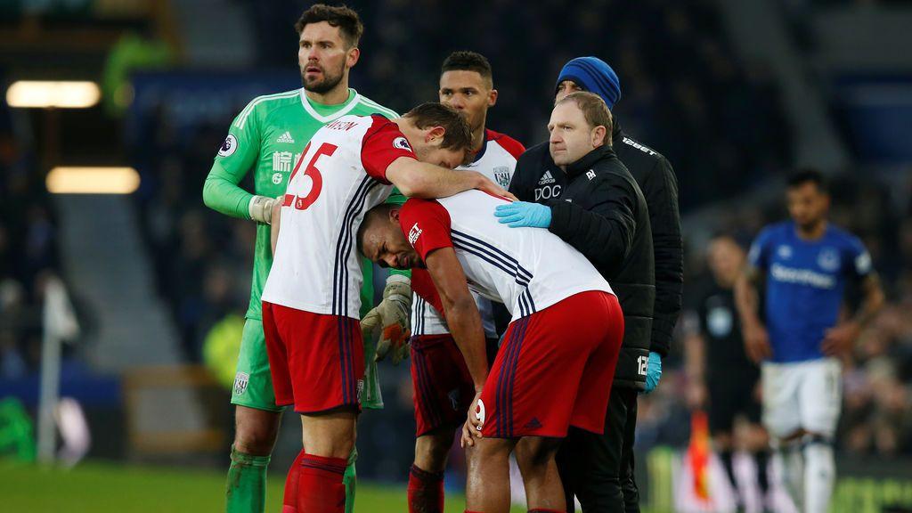 La escalofriante lesión de McCarthy que hizo llorar a Rondón y dejó en shock a la Premier