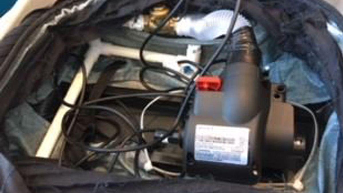 Detienen a un equipo de televisión por llevar una bomba falsa en el aeropuerto