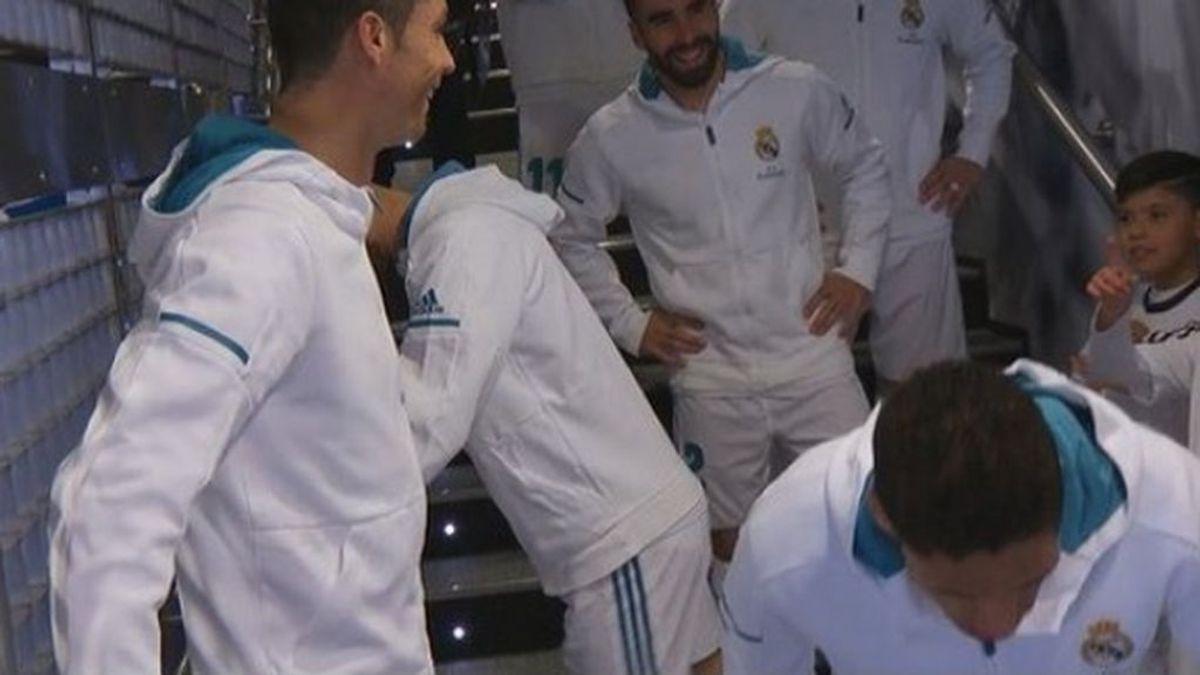 """Cristiano y su conversación sobre Messi con un niño en el túnel de vestuarios: """"Es malo"""""""