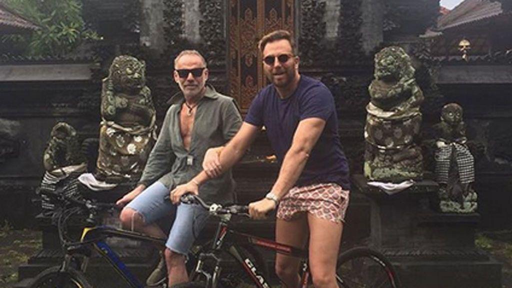 Raúl Prieto celebra su 42 años junto a Joaquin Torres en un destino exótico