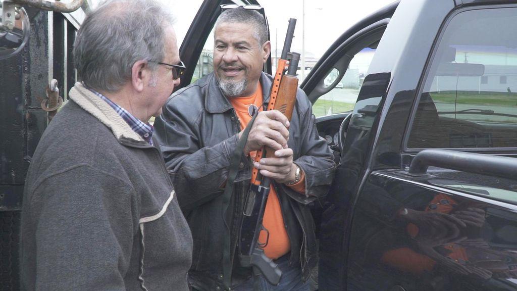 Josep Cuní (a la derecha) entrevista a más de una treintena de simpatizantes del actual presidente de los Estados Unidos en 'La Amércia de Trump'.