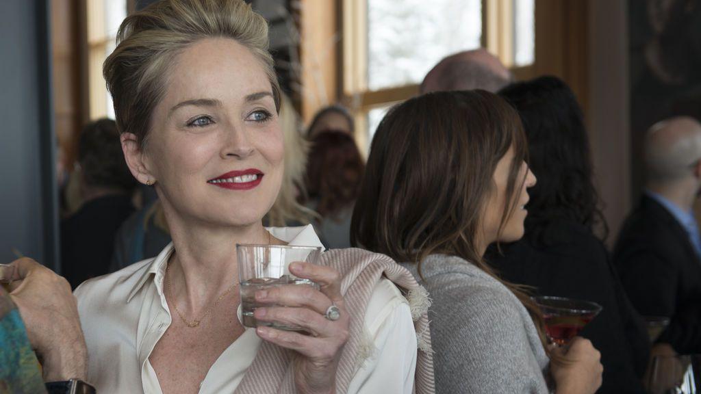 Todas las conquistas de Sharon Stone son sospechosas de su asesinato en 'Mosaic'