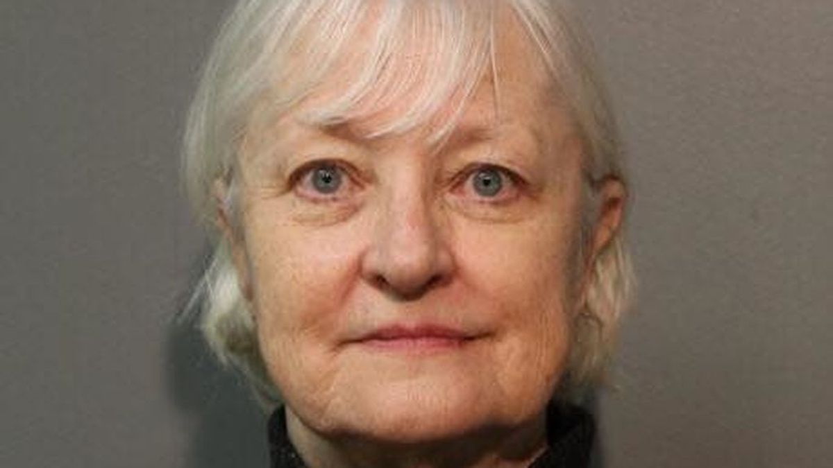Detienen a una mujer de 66 años por viajar en avión sin billete
