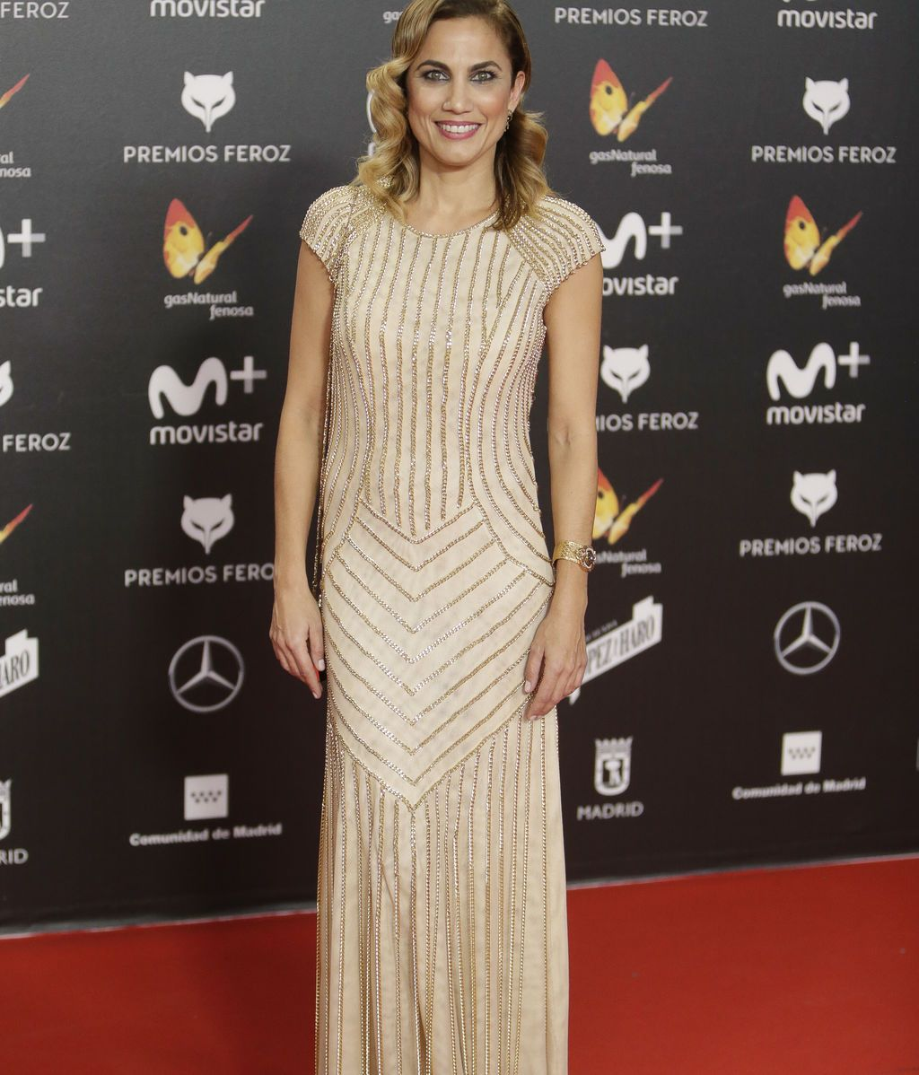 Toni Acosta, con vestido geométrico y ondas al agua